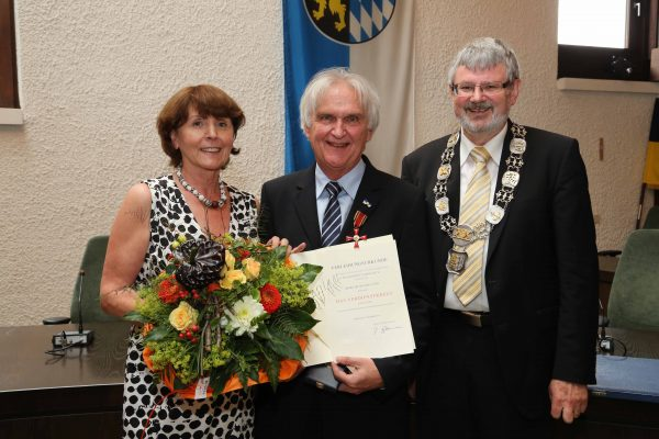 Wiesloch. BVK Verleihung an Dr.Michael Jung mit Ehefrau Christa Jung-Gawenda durch OB Franz Schaidhammer. 12.06.2015 - Helmut Pfeifer.